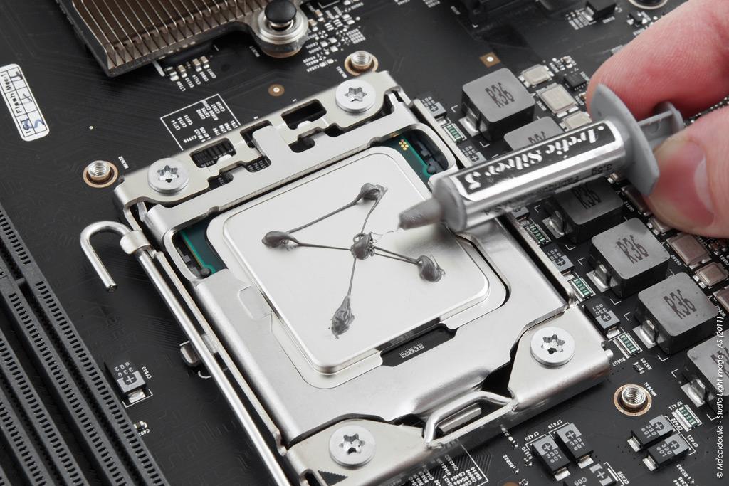 Intel Xeon W3670 Nehalem 3.2 GHz + Artic Silver 3